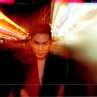 Tùng Dương mơ một thế giới của riêng mình dù là ảo ảnh...