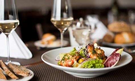 Những thói quen tốt trên bàn ăn bạn cần có