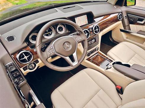 Phần vô lăng của xe thể thao Mercedes GLK