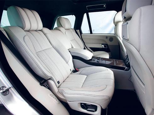 Hàng ghế sau của xe thể thao Range Rover Sport