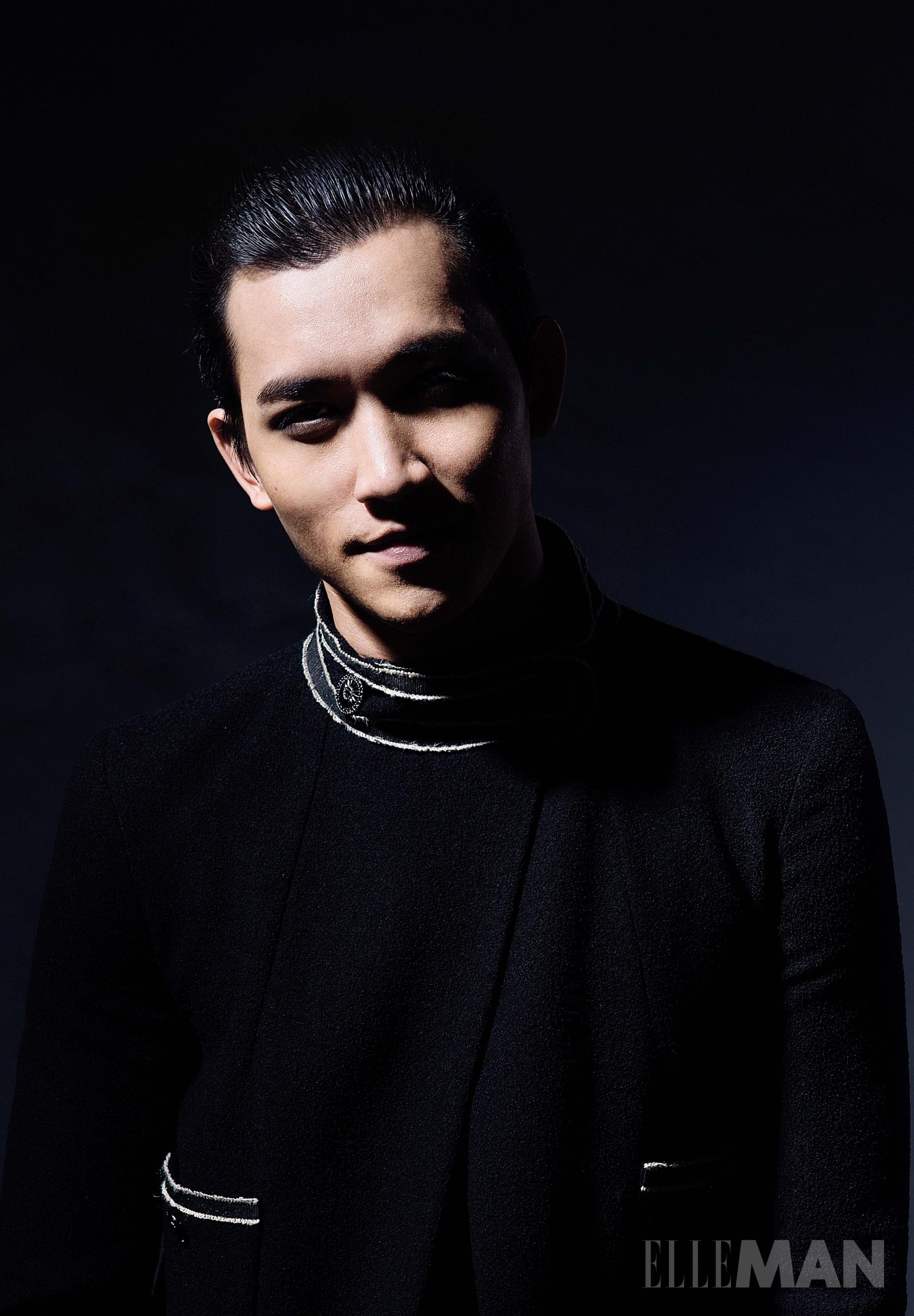 người mẫu Võ Cảnh mặc chanel