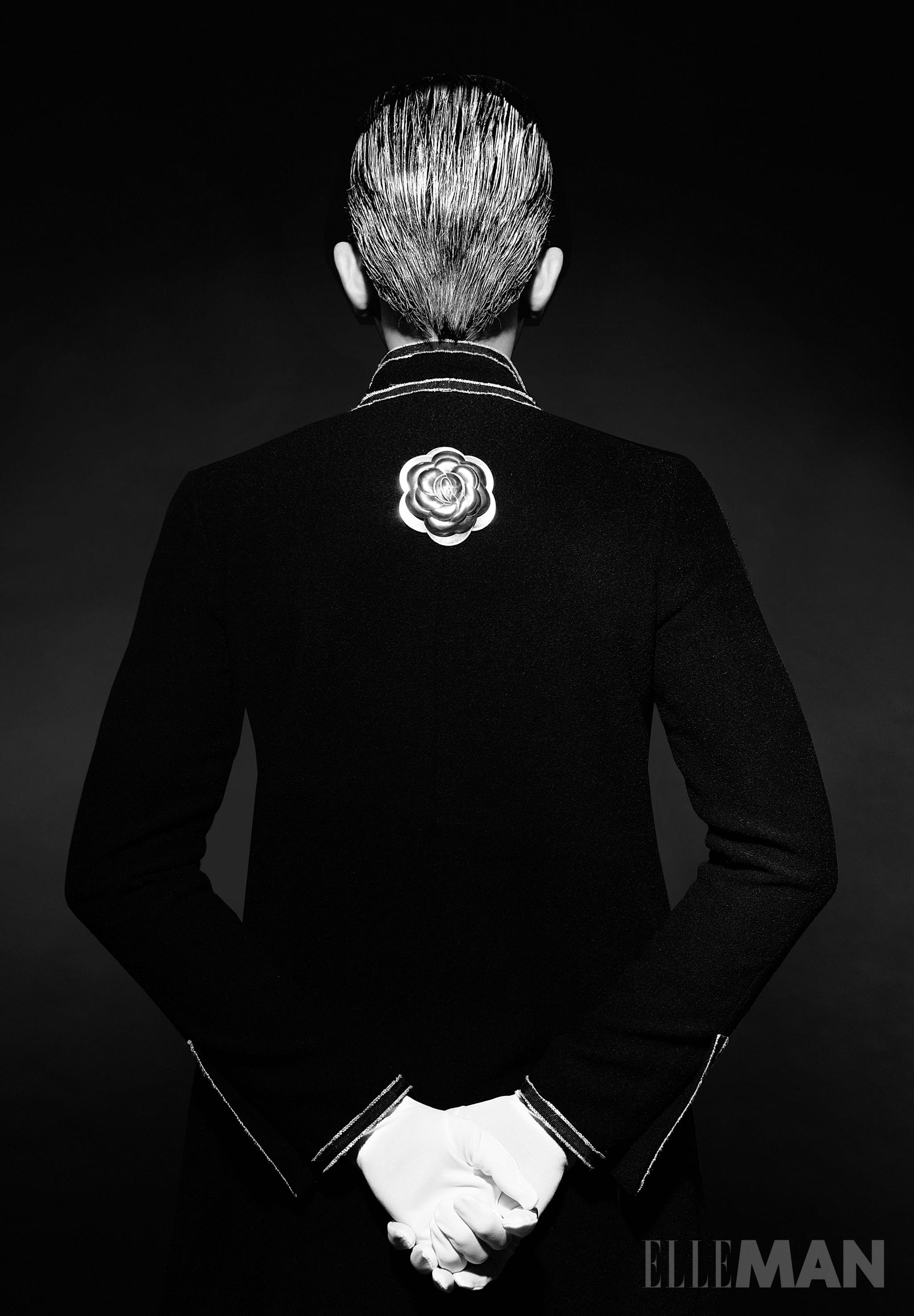 Người mẫu Võ Cảnh mặc áo Chanel