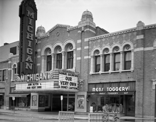 Một rạp chiếu phim thời xưa tại bang Michigan, Mỹ, đất nước có nhiều rạp chiếu nhất thế giới.