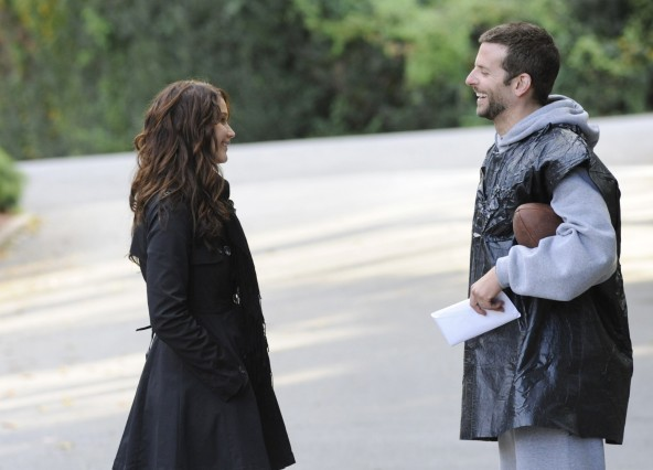 Bradley Cooper và Jennifer Lawrence trong The Silver Linings Playbook