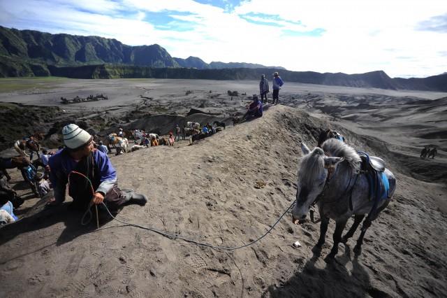 Nghỉ dọc đường khi du lịch Indonesia và đến thăm núi lửa bromo