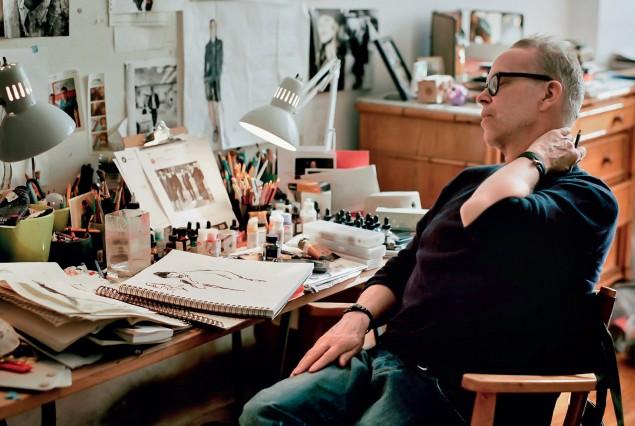 Richard Haines trong không gian làm việc của ông
