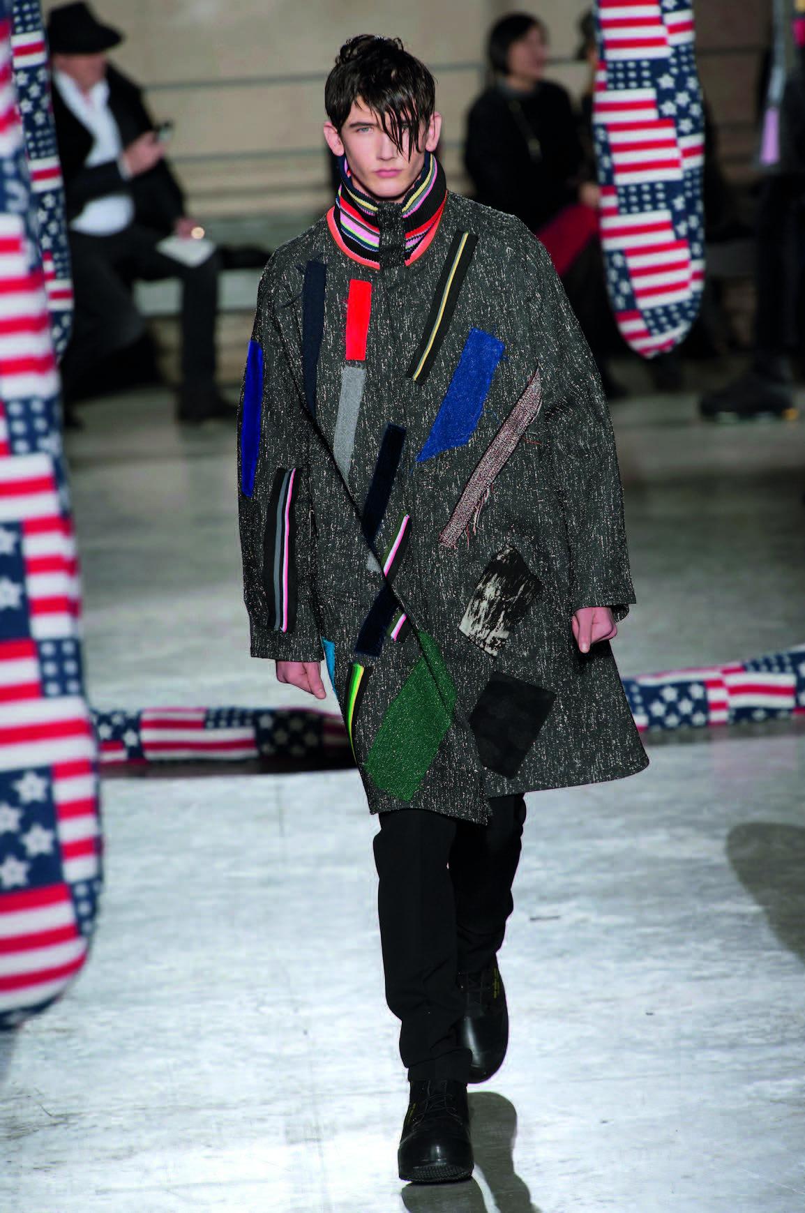 Nghệ thuật trên áo khoác form dài Raf Simons