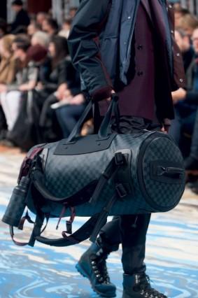 Túi  xách cầm tay Louis Vuitton