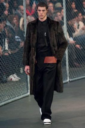 Áo khoác dài Givenchy