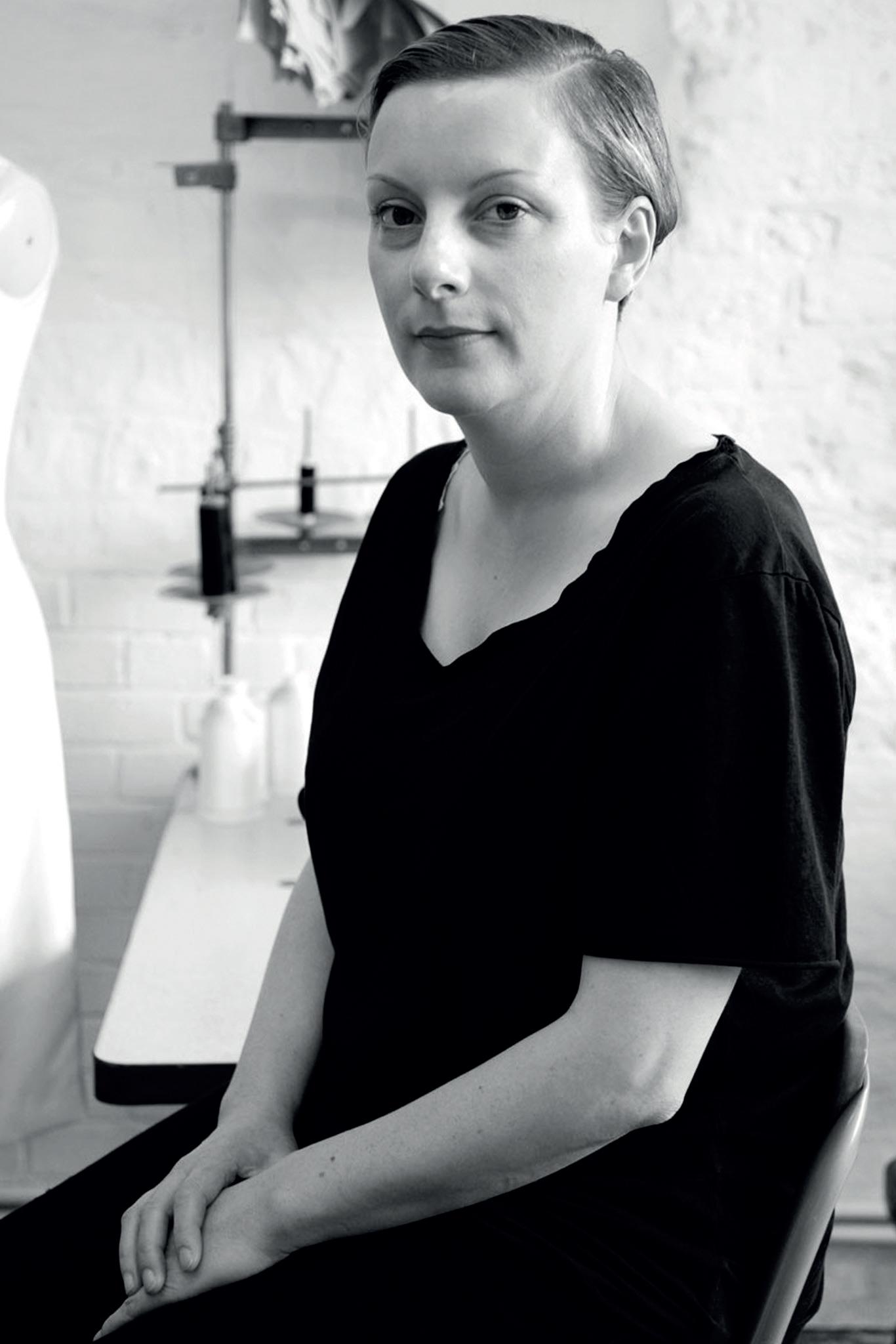 nhà thiết kế thời trang Lou Dalton