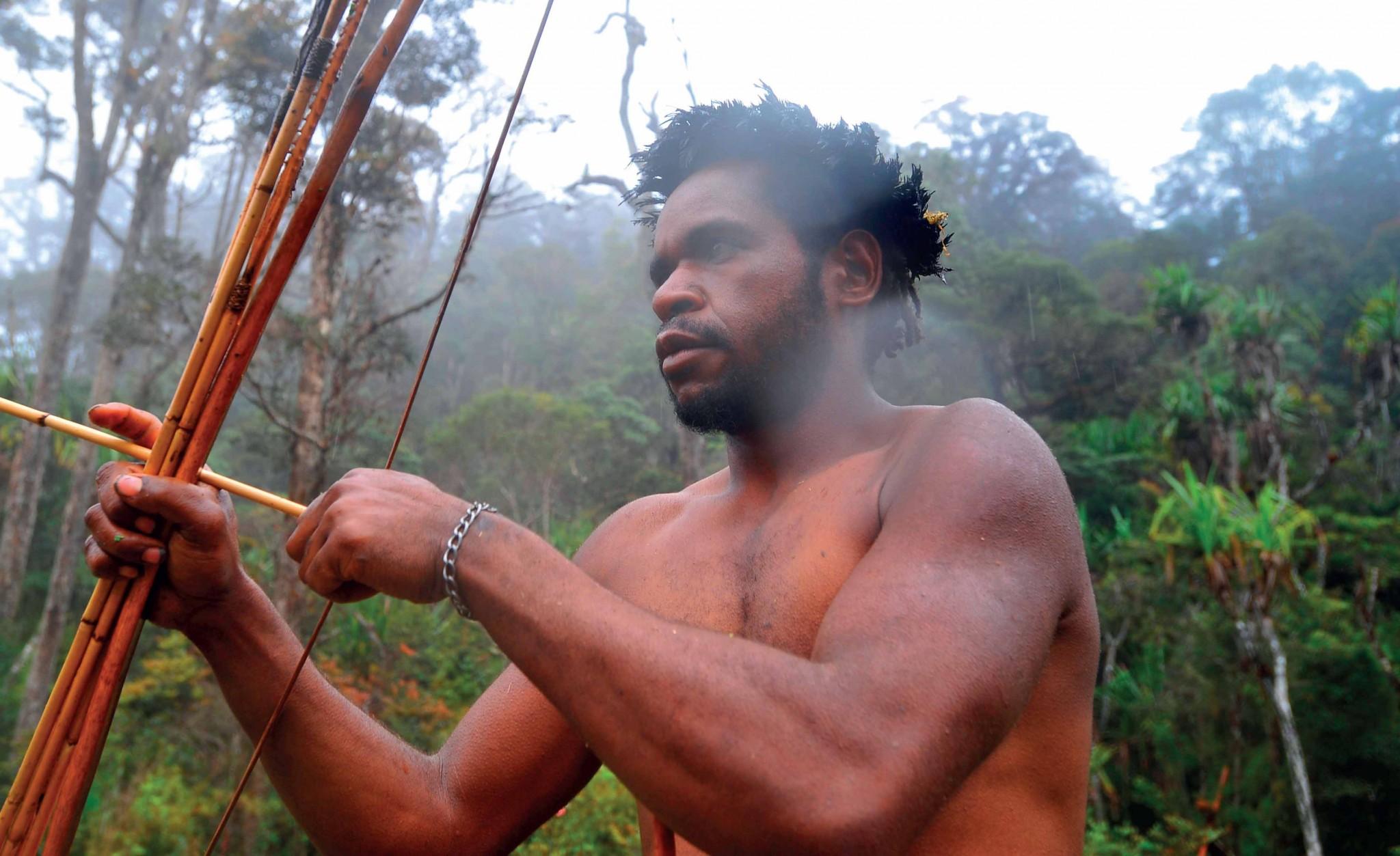 Đàn ông Dani – một bộ tộc từng có tập tục ăn thịt người nổi tiếng vùng thung lũng Baliem