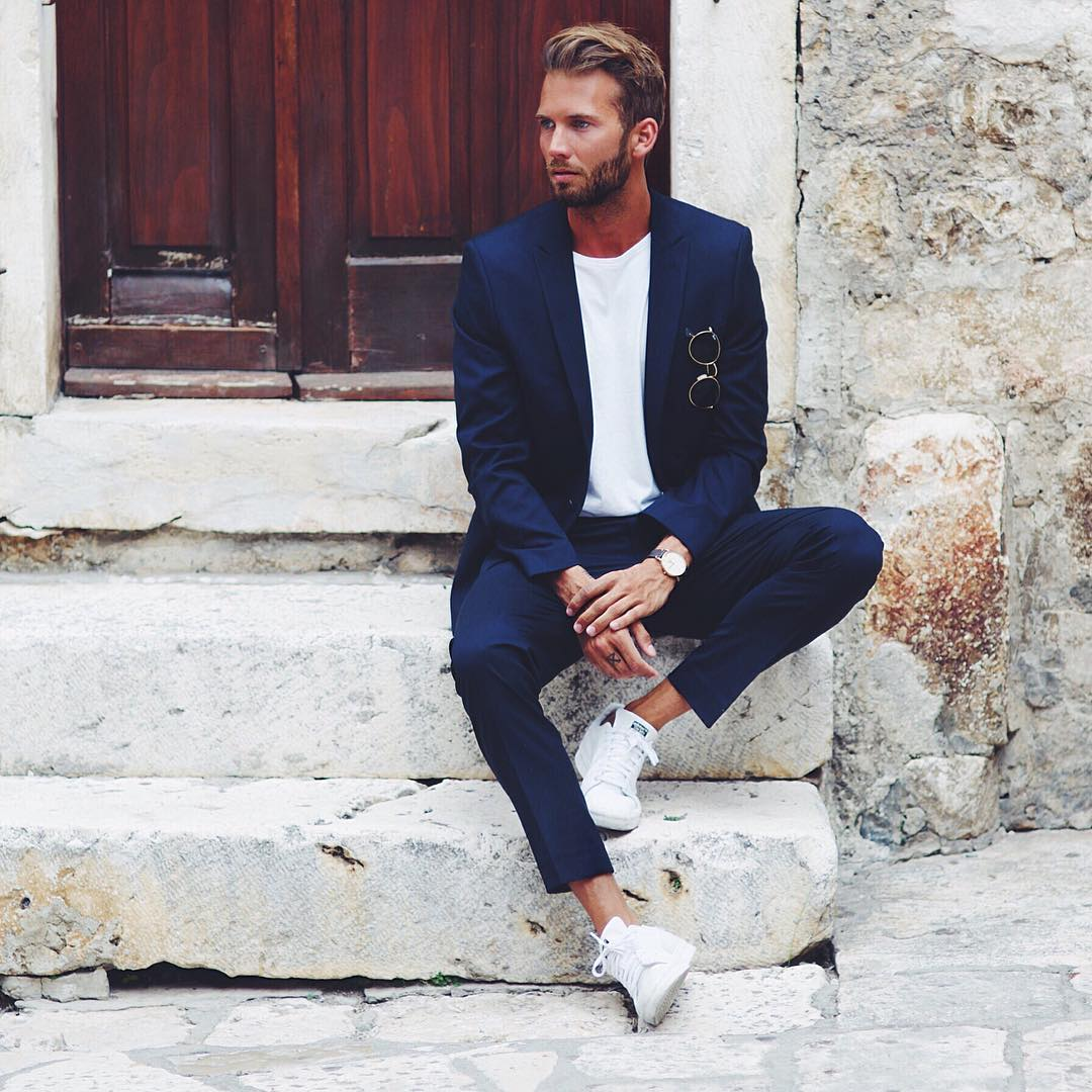 4 cách phối đồ với áo vest nam màu xanh-elle man10