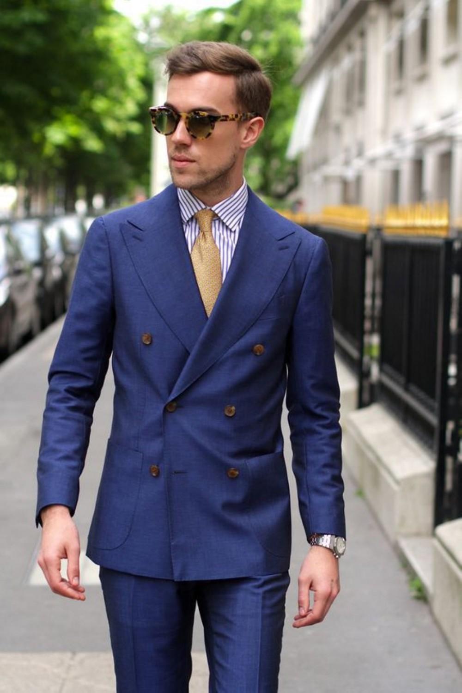 4 cách phối đồ với áo vest nam màu xanh-elle man15