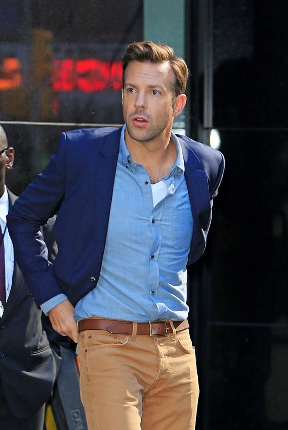 4 cách phối đồ với áo vest nam màu xanh-elle man3