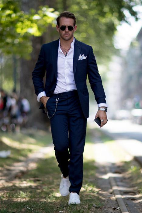 4 cách phối đồ với áo vest nam màu xanh-elle man9