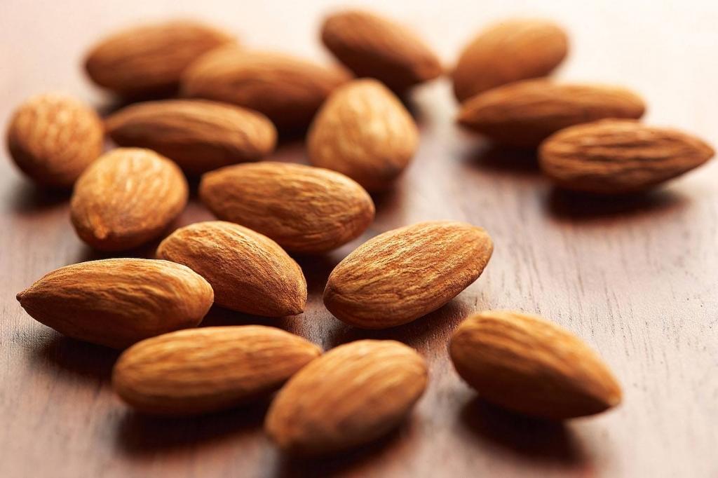 hạnh nhân là thực phẩm tăng cơ bắp tốt nhờ chứa vitamin E