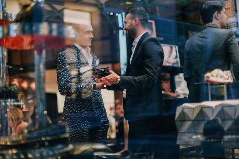 Khách tham gia buổi tiệc của cửa hàng giày thời trang nam của Christian Louboutin