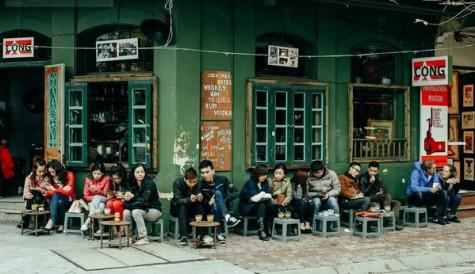 Một góc đường cà phê Hà Nội hiện đại.