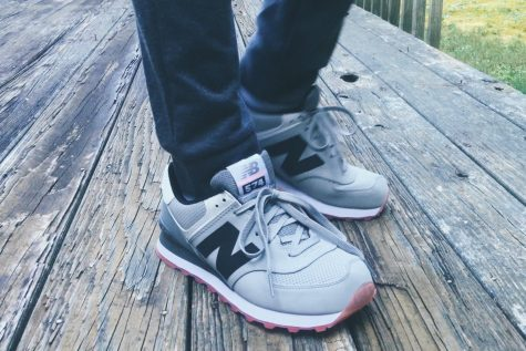 Hình: New Balance 574 Grey/Black + On Foot Review