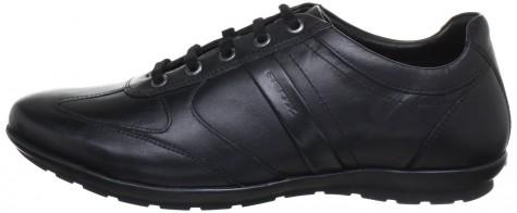 """Giày """"biết thở"""" Geox với những lỗ thông khí ở đế giày"""
