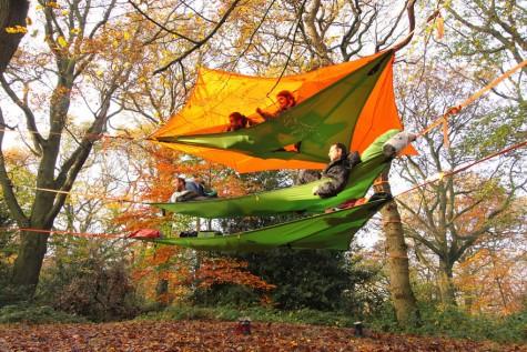 Thú vị với lều cắm trại treo thân cây