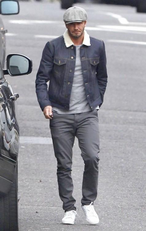David Beckham nam tính và năng động với giày Adidas stan Smith trắng