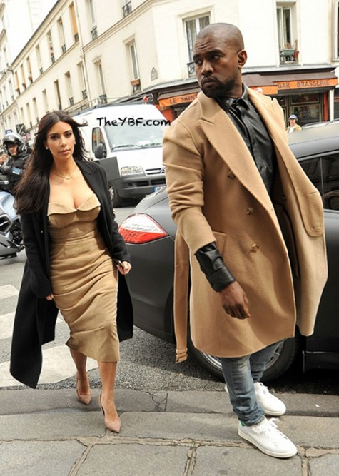 Kanye West chọn giày Adidas Stan Smith cùng quần jeans và áo khoác dài