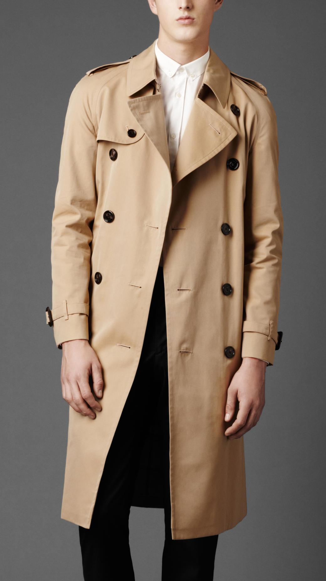 cách phối quần áo nam với áo khoác dài cho mùa mưa