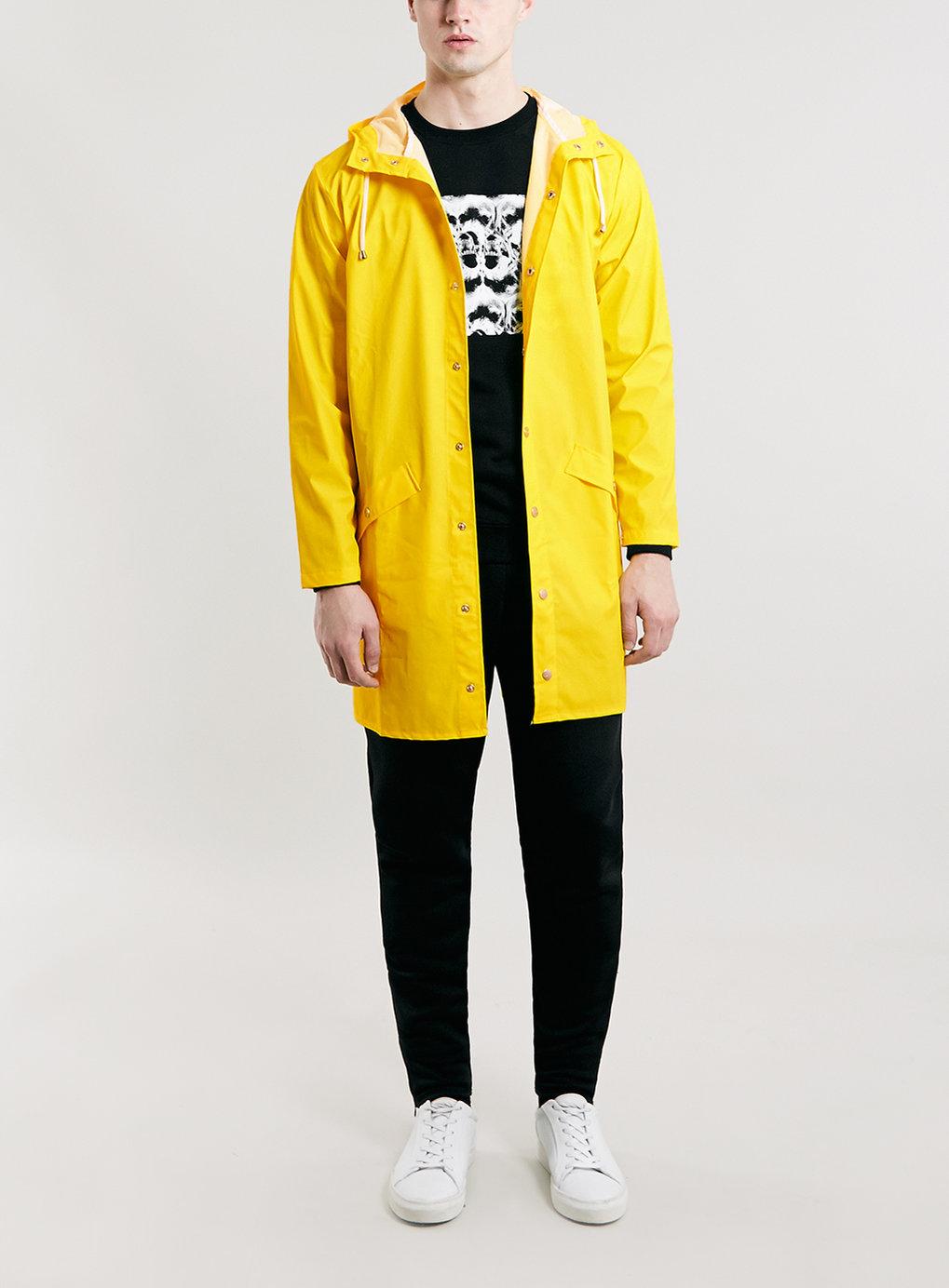 cách phối quần áo nam áo đi mưa topman
