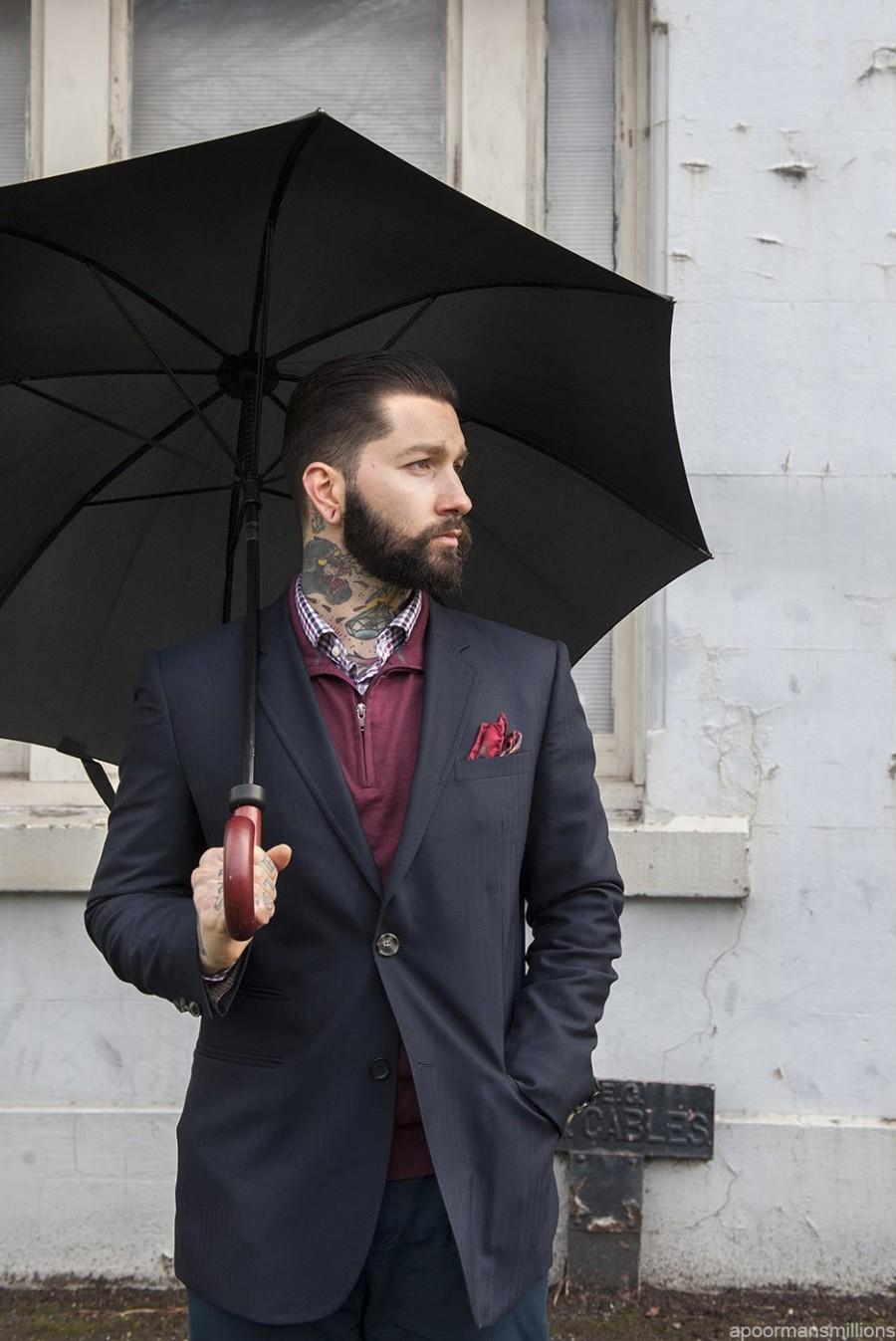 cách phối quần áo nam với dù