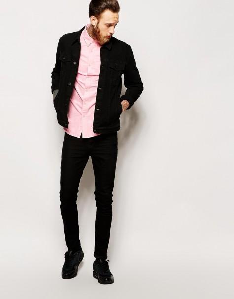 phong cách nam tính với sơ mi hồng và jeans đen