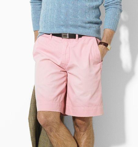phong cách nam tính với quần shorts màu hồng
