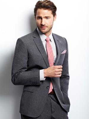 phong cách nam tính với cà vạt màu hồng