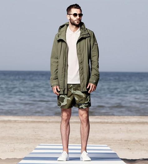 cách mix đồ nam với quần shorts rằn ri