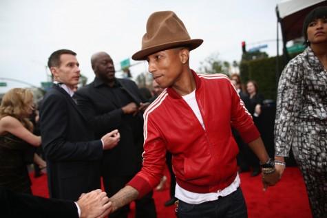 Pharrell Williams tại lễ trao giải Grammy lần thứ 56