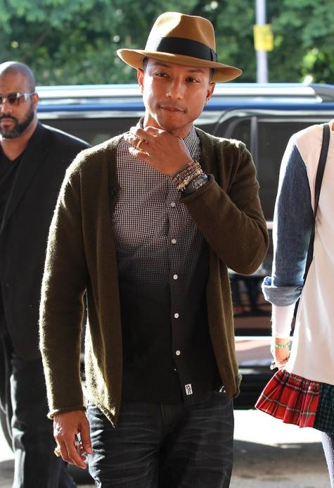 Cách phối đồ nam đẹp như Pharrell với áo cardigan và sơ mi