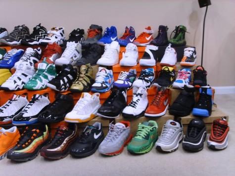 Giày sneakers không phải là tên gọi cụ thể của một kiểu giày mà là danh từ chung cho rất nhiều kiểu giày