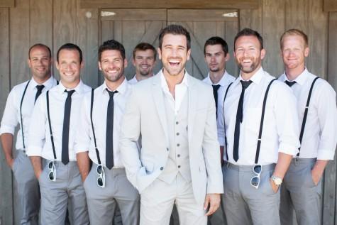 Gợi ý trong cách ăn mặc đẹp khi dự tiệc cưới