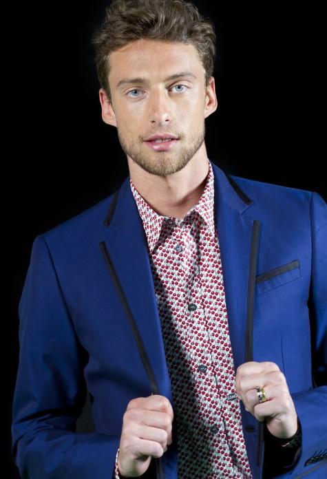 phong cách thời trang nam tính với vest xanh navy nổi bật Claudio Marchisio