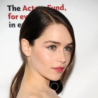 Emilia Clarke - Đóa hồng mới nở của xứ sở sương mù