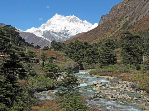 dia diem du lich Bhutan Gangkhar Puensum
