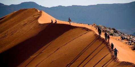 dia diem du lich Trekking the Sahara Desert