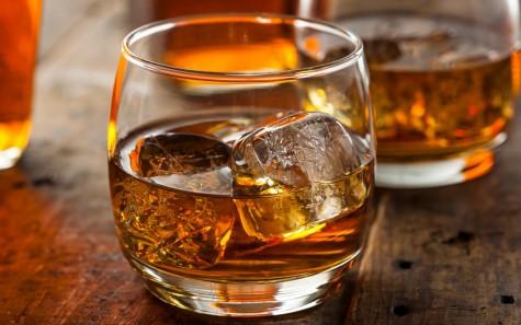 Một ly whiskey hay bourbon đôi khi cũng đủ để bạn cảm thấy nôn nao chóng mặt