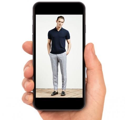 Rất nhiều người đang dùng smartphone để theo dõi các xu hướng thời trang mới nhất