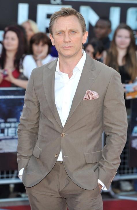 Xám là một trong những màu cơ bản của suit