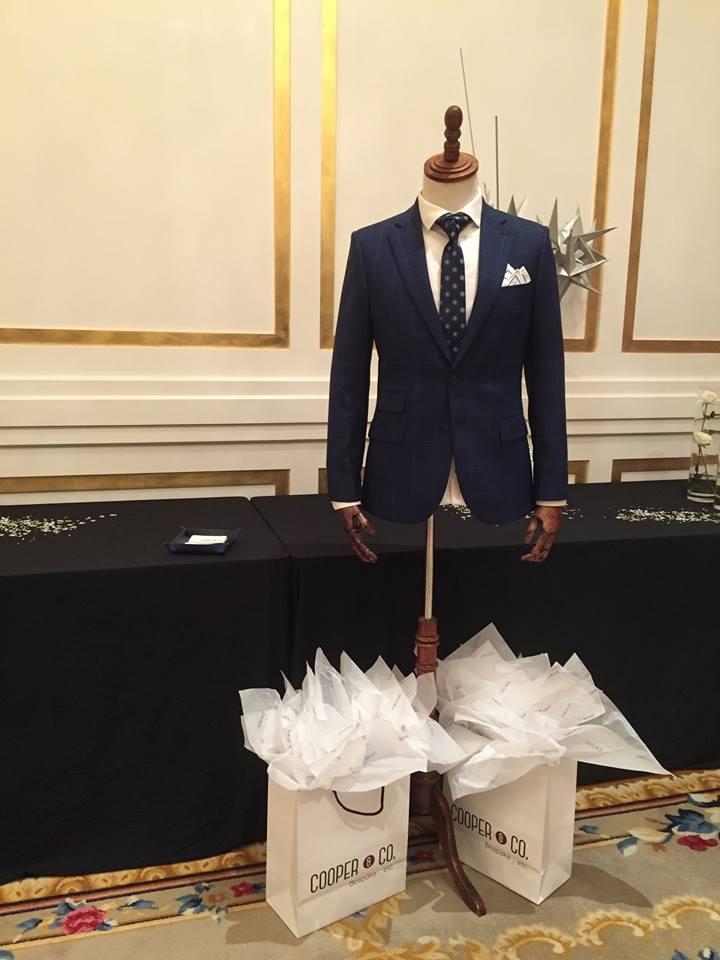 Cooper & Co. mang đến những bộ business suit được đo lường chính xác và cắt may bởi thợ thủ công chuyên nghiệp
