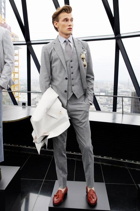 Tassel Loafer điệu đà cùng suit nơi công sở