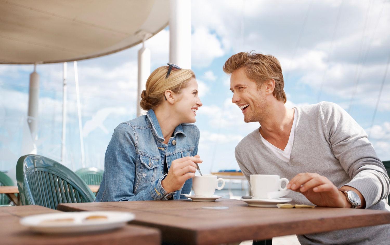 Đặt chỗ trước để đảm bảo rằng hai người sẽ không phải xếp hàng dài chờ đợi hoặc thậm chí ra về vì hết bàn