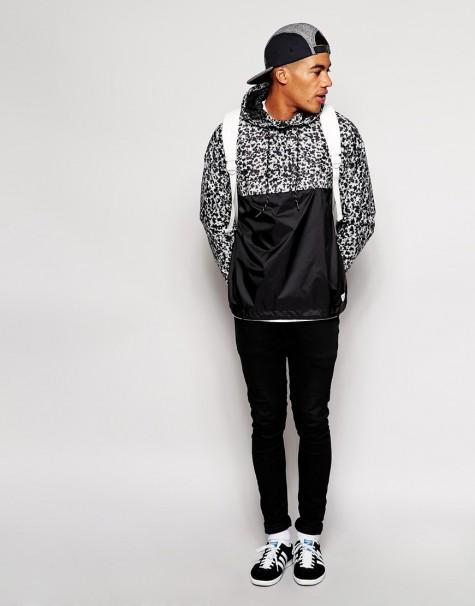Những chàng trai yêu thích phong cách thời trang đường phố có lẽ sẽ thích một chiếc áo có mũ như thế này của Adidas