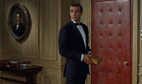 Tuxedo là điểm nhấn trong phong cách của James Bond thời kì này